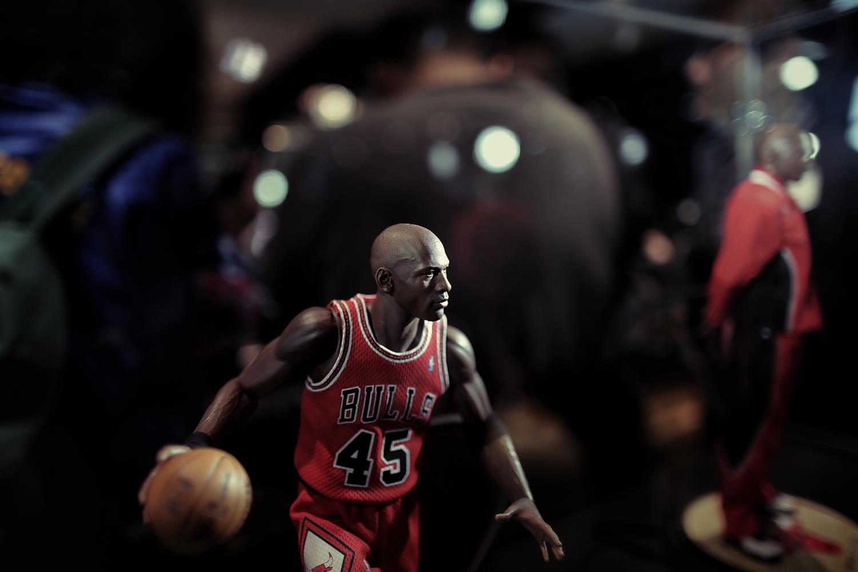 Michael-Jordan-by-Enterbay-14