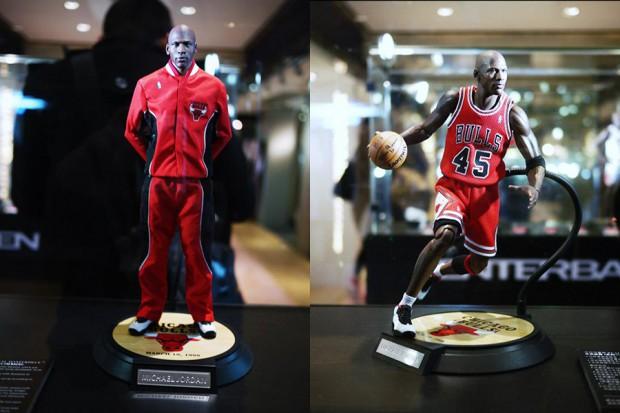 michael-jordan-figurines-enterbay-showcase-4-620x413