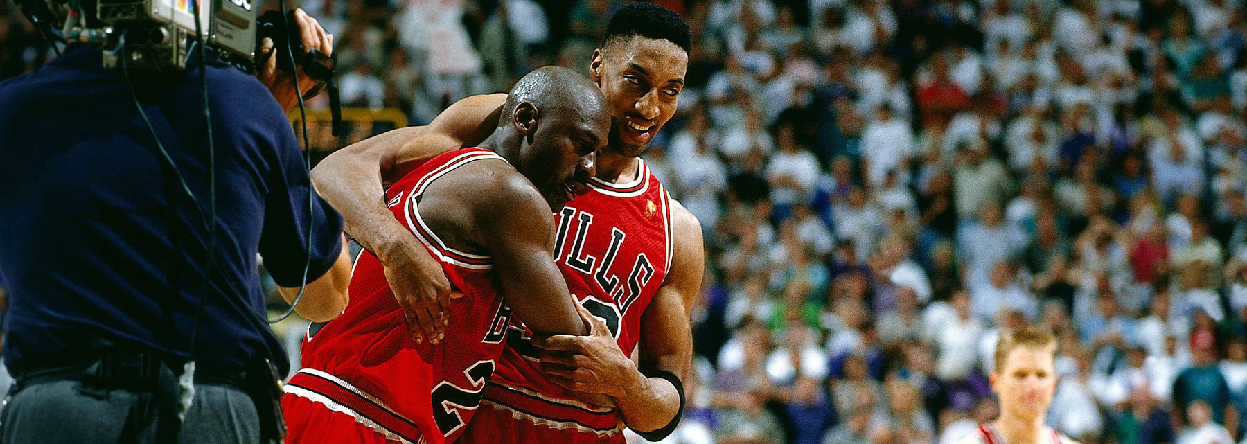 Jordan and Pippen celebrate